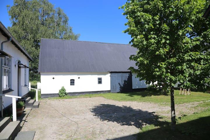 Skøn lejlighed på 1. sal i villa på landet - Humlebæk - Daire