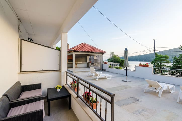 Mata Family- 1 Bedroom Apt with Terrace, Sea View