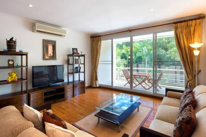 Hua Hin Central 3-b/r beach condo family friendly
