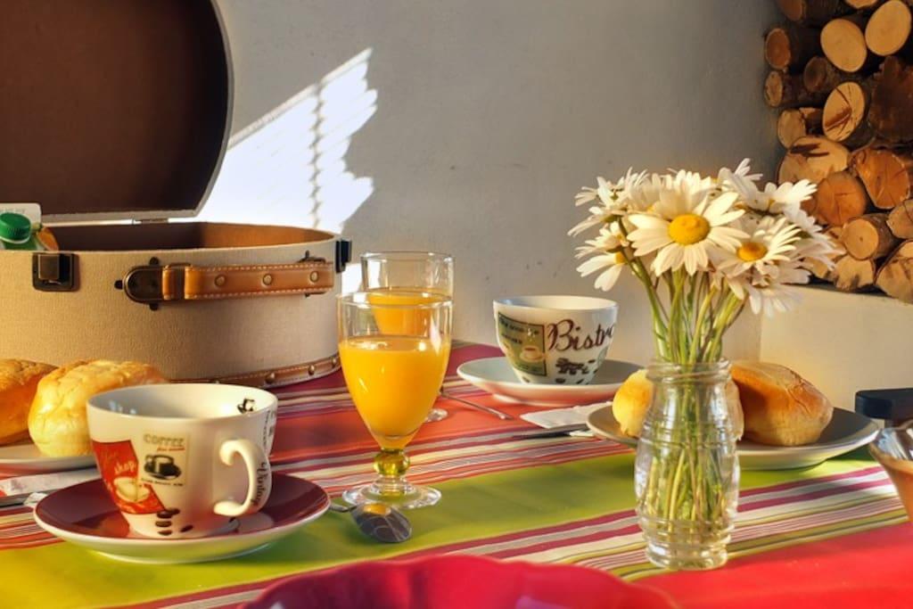 - Petit déjeuner dans le patio - Pack d'arrivé pour premier petit déjeuner