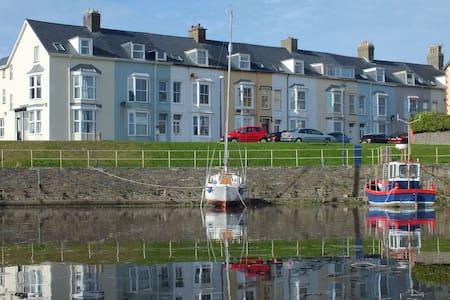Harbour-side 3 bedroom Apartment - Aberystwyth - Leilighet