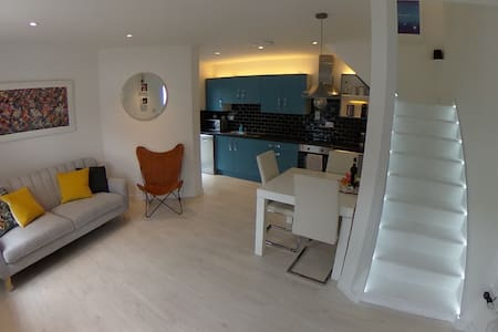 Modern Townhouse in the heart of Louisburgh