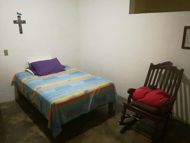 Habitación en centro de Colima - Colima