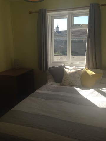 Sunny modern room close to beach - Crantock