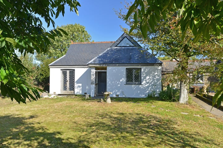 Wheelwrights Cottage in picturesque S E Cornwall