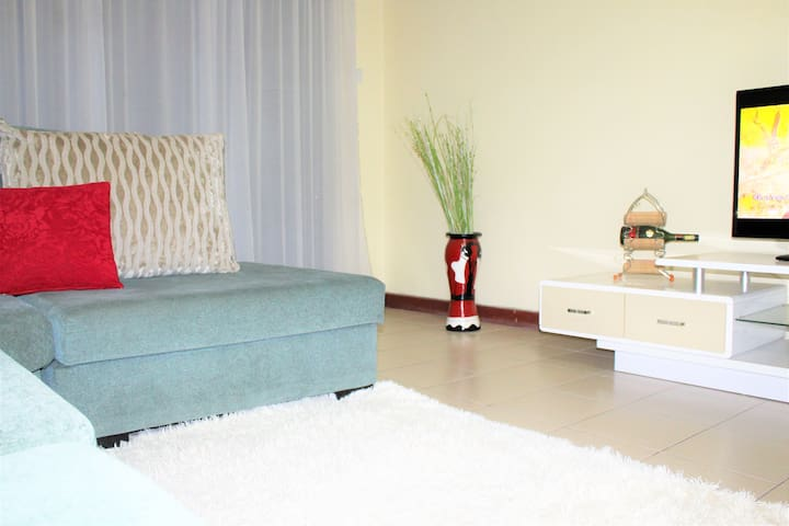 CLEAN&COSY-PRIVATE SPACE NEAREST ESTATE TO AIRPORT
