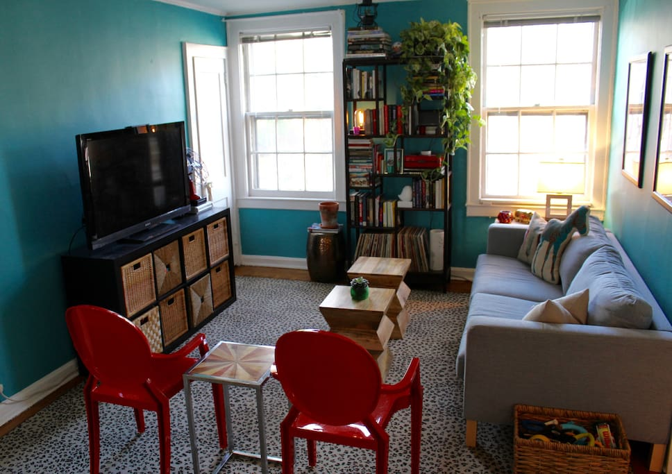 Living room: Guests are free to use the TV to stream anything from Netflix or Hulu. A DVD player is also provided with an assortment of campy movies! A record player with a selection of albums is ready for your enjoyment.
