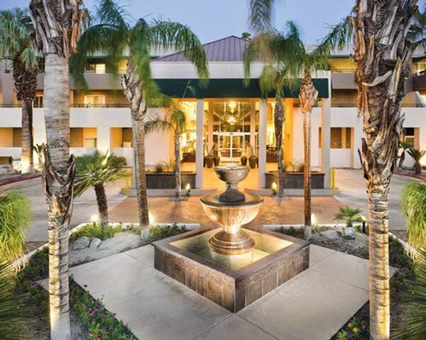 Palm Springs Luxury Condo *No Clean Fee* 1 Bedroom