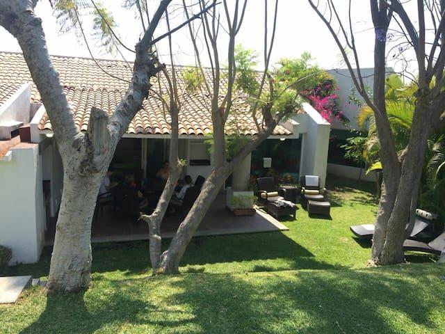 Excelente casa en Colinas de Santa Fe Cuernavaca