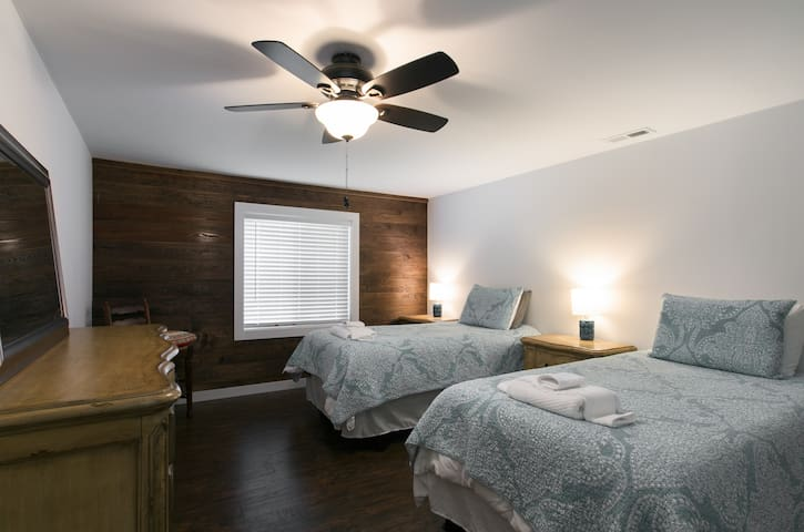 Third bedroom with two twin size beds