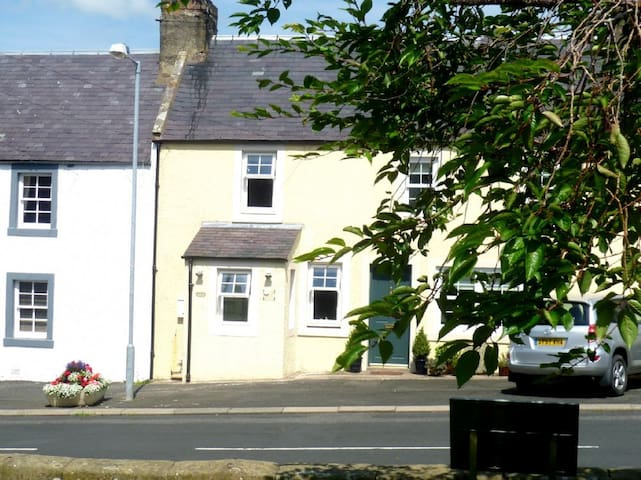 Pet friendly character Benfield Cottage near Kelso