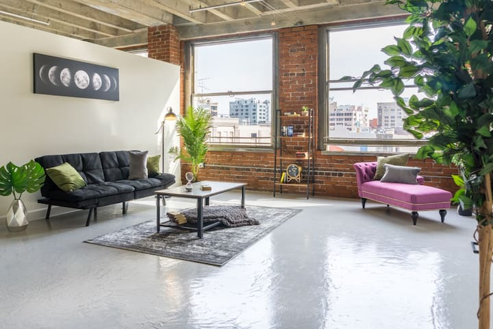 Beautiful Loft in the CENTER OF LA