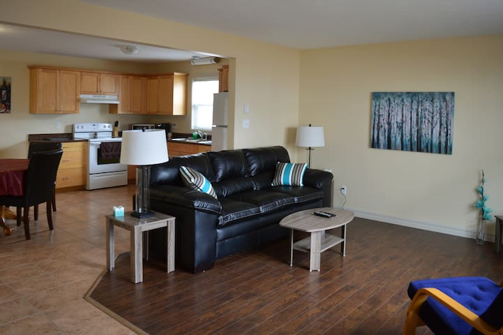 Fully furnished 4 bedrm suite with 2 bathroom - Moncton - Rumah