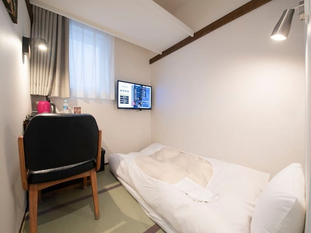 Easy to access Shibuya, Harajuku!![Single B Japanese style, breakfast included, high-speed Wi-Fi included]