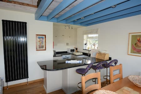 The Beach House - Polzeath - NEXT TO THE BEACH - Casa