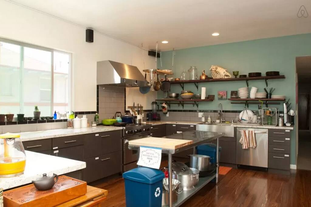 HUGE KITCHEN WITH AMAZING FACILITIES
