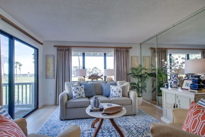 COZY GROUND FLOOR END UNIT/ BAY VIEWS/ GOLFCART