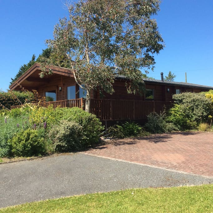 Set in an area of New Park with 2 other lodges. Large landscaped area around the lodge.
