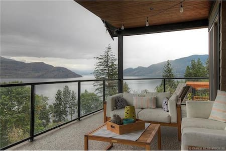 Incredible Lake View Home in Peachland - Peachland - Hus