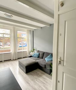 Amsterdam flat with a canal view - very central!