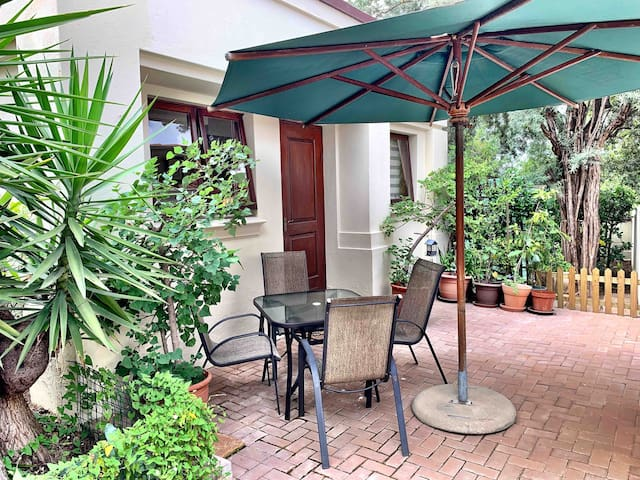 Garden Apartment Fourways, own Kitchen & Workspace