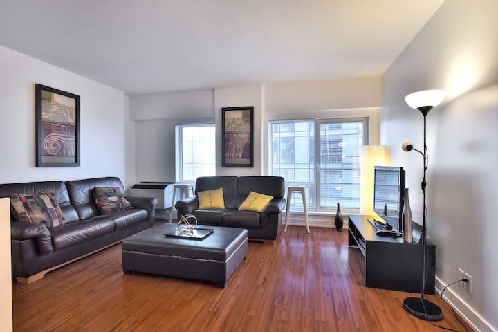 2 bedrooms, 2 bath condo  downtown montreal, wifi