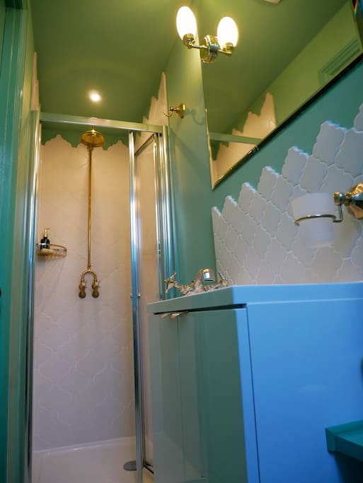 Private en-suite shower, toilet and basin