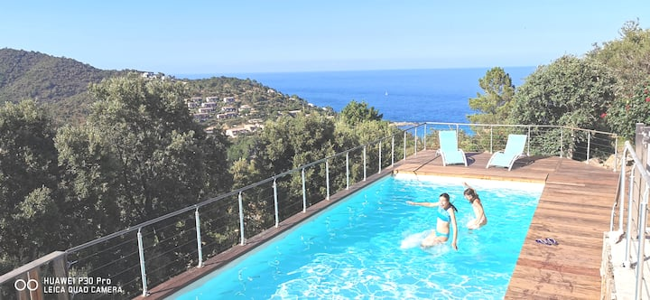 100% sublime vue mer & montagne Piscine privée