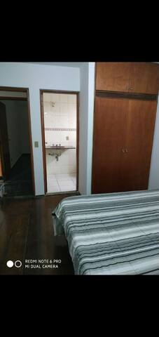 Doval - quarto com banheiro privativo