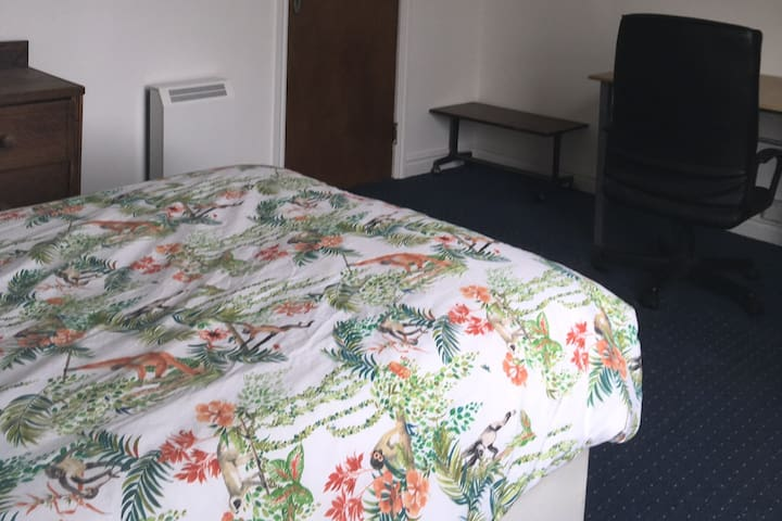 Basic affordable airbnb located in Manchester
