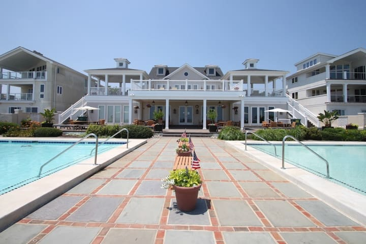 Ocean Block Town Home with Two Pools, Tennis and Free Activities Inc. Golf, Water Park and More!