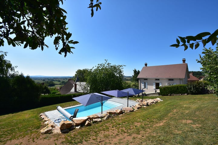Gorgeous Holiday Home in Martigny-le-Comte with private Pool