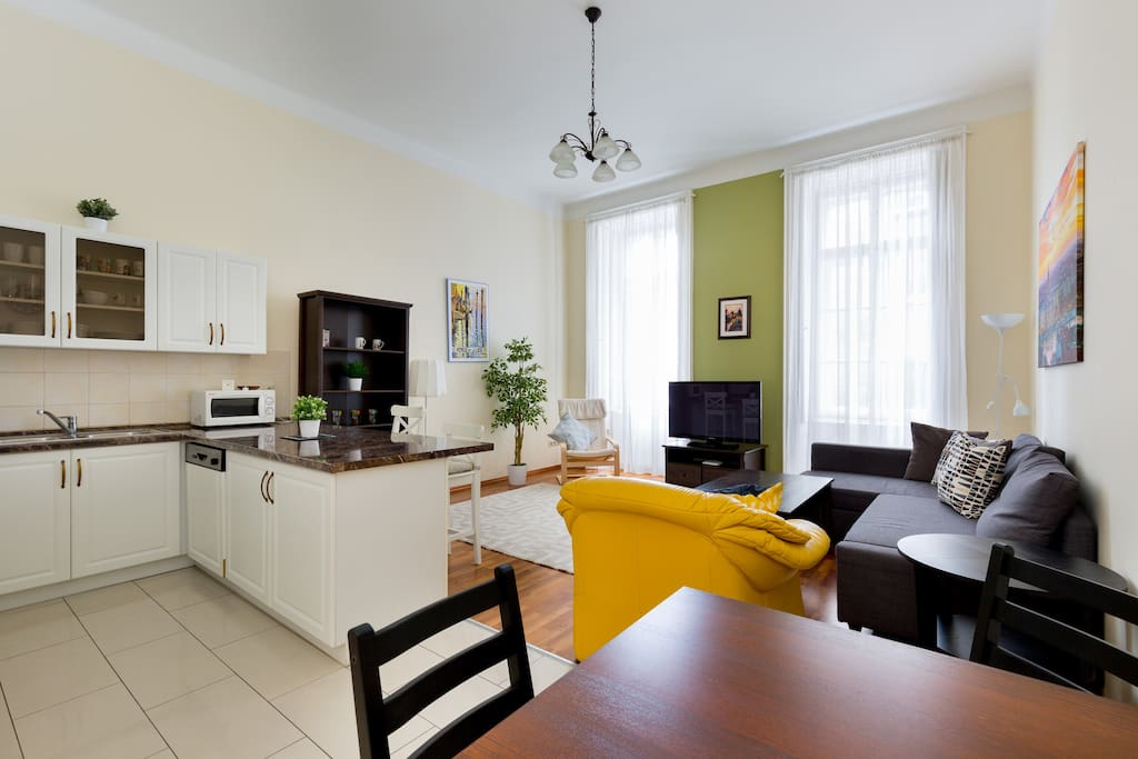 NEW! Two-Bedroom Apartment by the Basilica