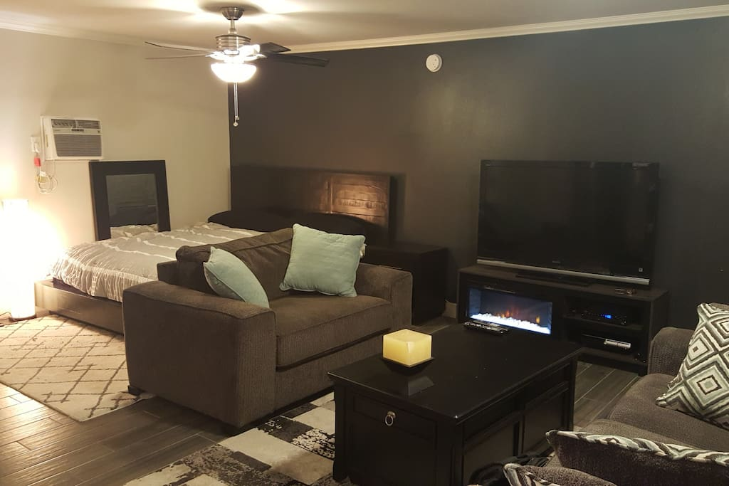 Flatscreen TV, Lightning Fast WiFi, PS3 with Netflix, and a King-Sized BEDEGA bed!