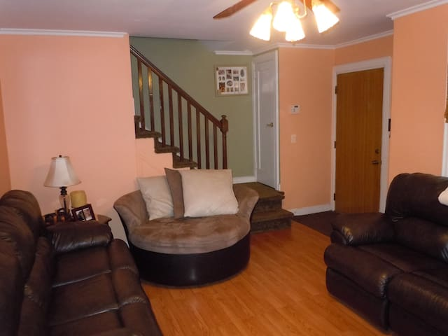 Comfortable, Safe, Spacious, surprising amenities! - Belleville