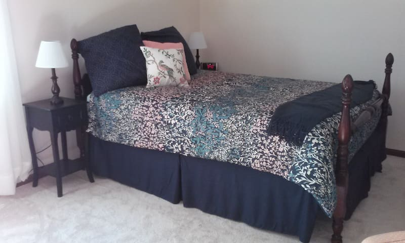 Queen Bed, Cable TV, laptop desk, comfy chair