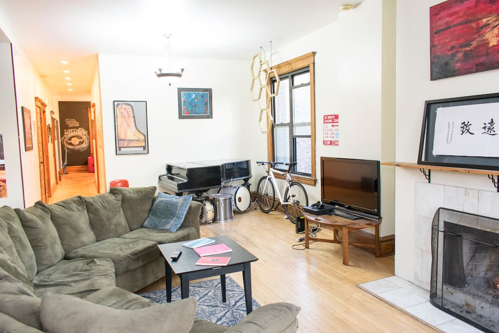 Unique One Bedroom In A Quiet Spot In Logan Square Apartments For Rent In Chicago Illinois