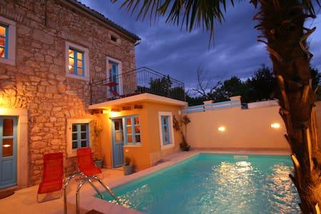 Stilvolle, Alleinstehende Villa mit Pool - Grižane-Belgrad - Villa