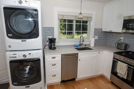 Private Cottage with Chef's Kitchen & Washer/Dryer