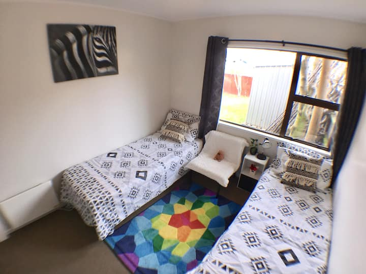 Twin/Double rm for short-term rental(near airport)