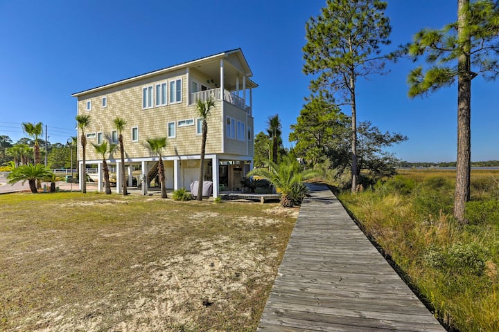 Riverfront Carrabelle Home w/Patio & Private Dock