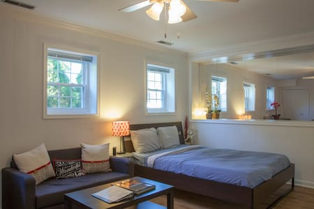 Furnished Luxury Studio Apt. Reston, VA sleeps 3 - Reston