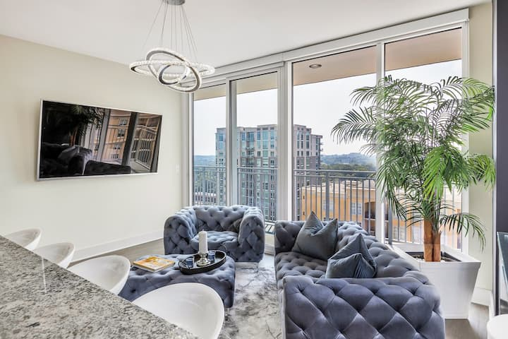 Astonishing Prime Midtown Striking Elevated Condo