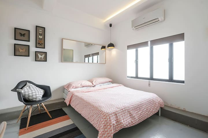 T - Cozy City Studio @ Tiong Bahru