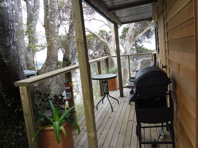 Nelson city treehouse glamping