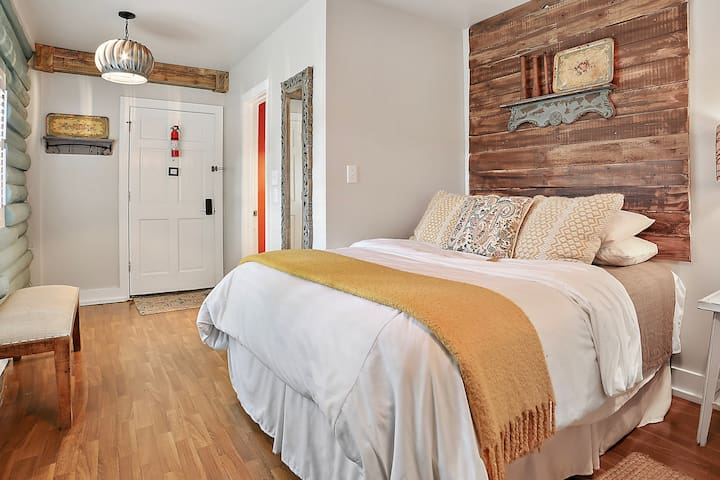 Two cozy queen beds with luxuriously soft linens - perfect for an afternoon nap after a busy day on the Wimberley square.