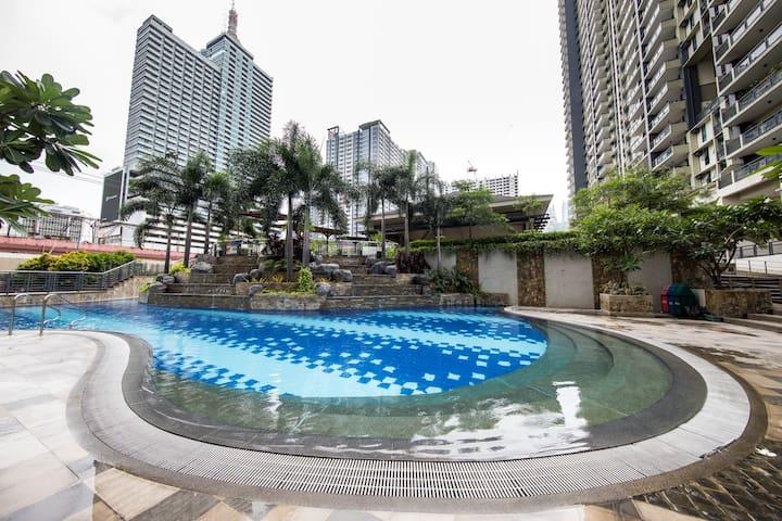 New 2BR Condo Resort Near Malls, Airport. WIFI