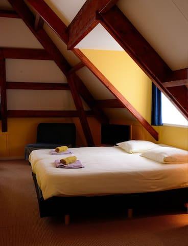 Pension Villa Tanahlot - Zandvoort - ที่พักพร้อมอาหารเช้า