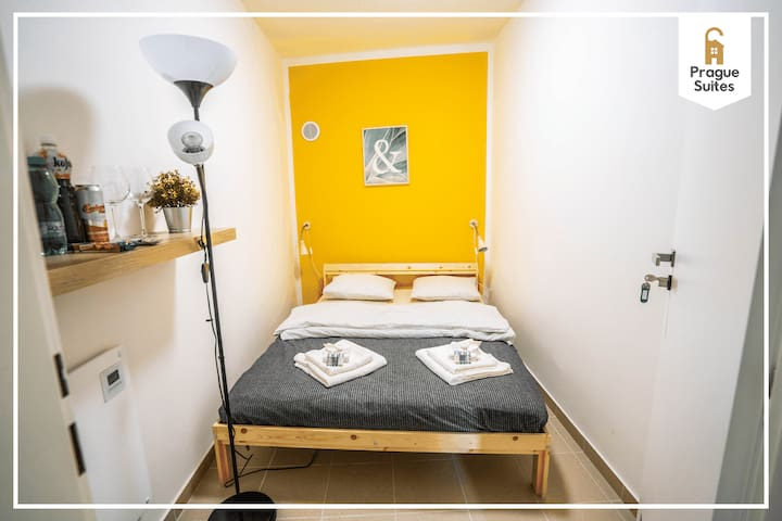 Small low-price cozy room for 2 travelers