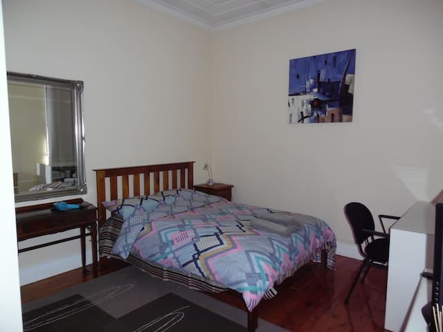 Cosy Home In a Most Convenient location in Sydney - Crows Nest - Townhouse